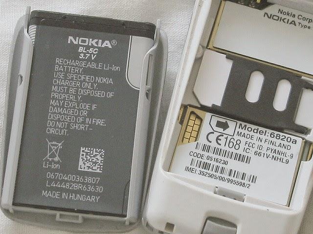celular com bateria exposta