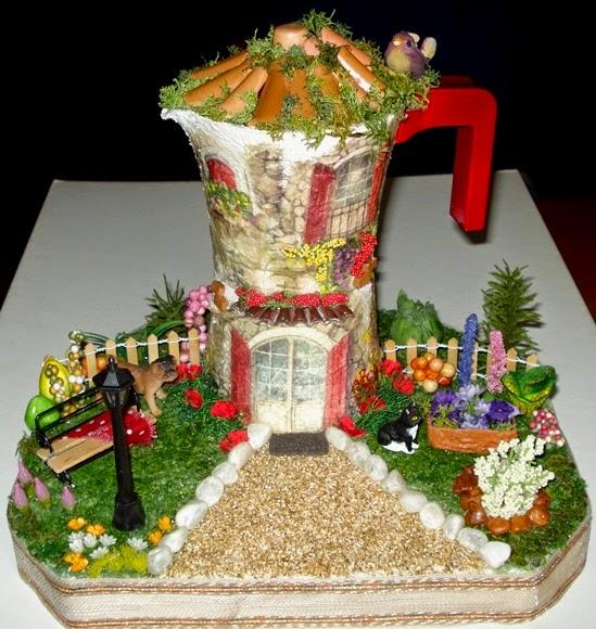 Creazioni di letizia caffettiera con giardinetto - Tegole decorate in rilievo ...