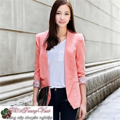 Áo vest màu hồng luôn được các chị em phụ nữ ưa