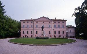 Villa Nuvolari-Roncoferraro, Villa Garibaldi