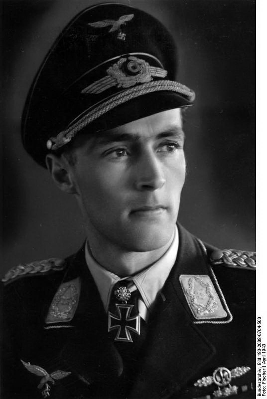 world war ii pictures in details oberstleutnant karl. Black Bedroom Furniture Sets. Home Design Ideas