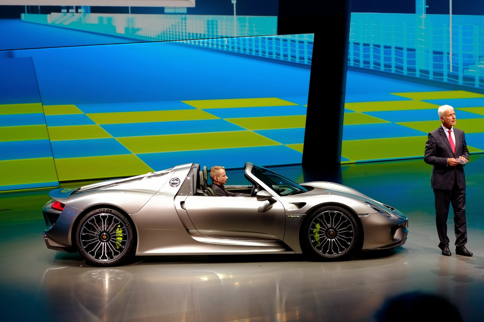 porsche 918 spyder full and complete specs. Black Bedroom Furniture Sets. Home Design Ideas