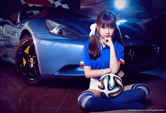 Ảnh người đẹp, bóng đá và siêu xe