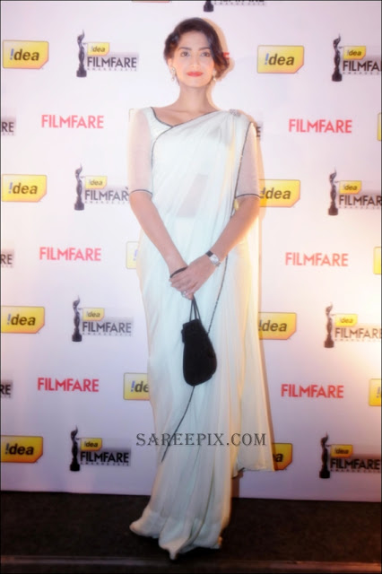 Sonam kapoor in white saree at Idea Film fare 2012