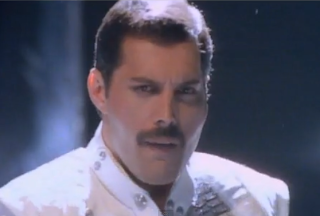 videos-musicales-de-los-80-freddie-mercury-queen-i-was-born-to-love-you