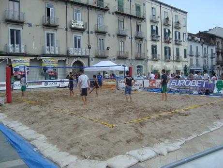 Allestimento a noleggio di campi di beach volley e beach soccer