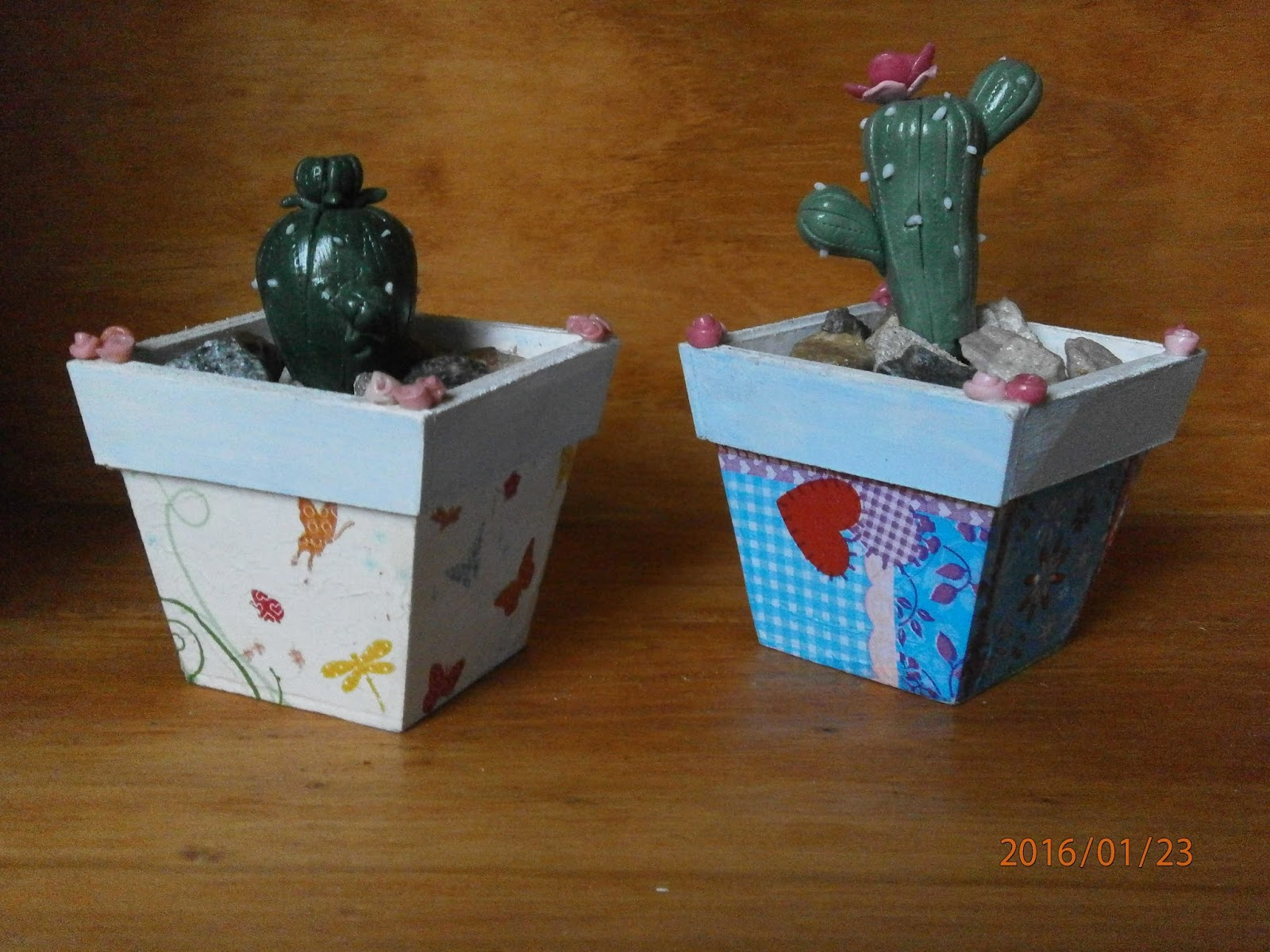 Creaciones gry hands macetas con cactus - Macetas de porcelana ...