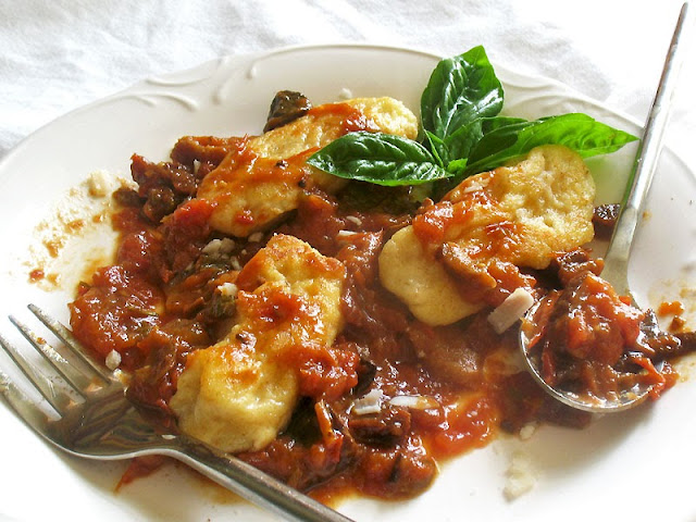 ricotta gnudi with homemade tomato sauce