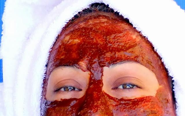 Mascarilla de Chocolate aplicada en el rostro