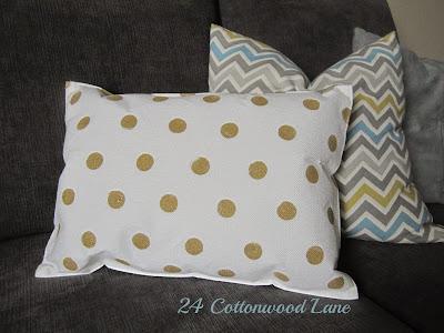 Placemat gold polka dot pillow