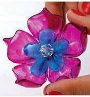 http://manualidadesdehogar.com/como-hacer-flores-con-botellas-de-plasticos/