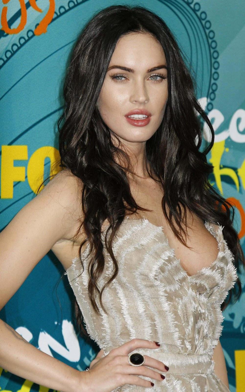 Celebrity Hairstyle Megan Fox Wavy Haircut