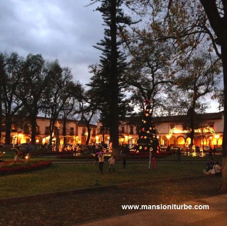 Atardecer en la Plaza Vasco de Quiroga en Pátzcuaro