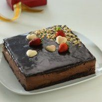 membuat cake roti ulang tahun anak Creamy Chocolate Cake With Strawberry
