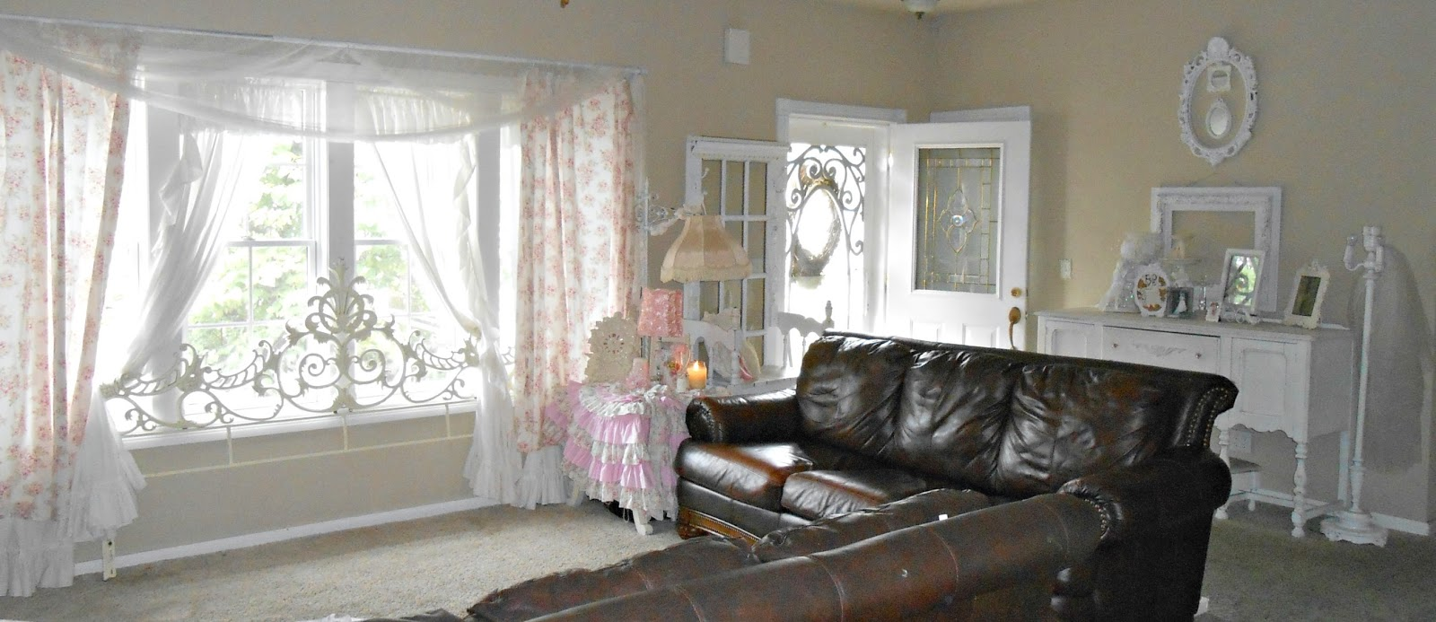 olivia 39 s romantic home shabby chic living room. Black Bedroom Furniture Sets. Home Design Ideas