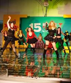 tambien son los integrantes del grupo musical m 15