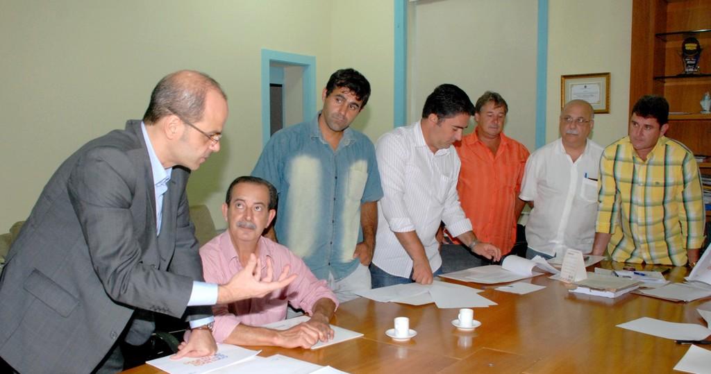 Prefeito Arlei e vereadores avaliam projeto de obras da CEG Rio na cidade