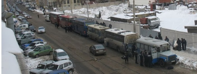 Донецкая милиция в полном боевом обмундировании едет в Киев