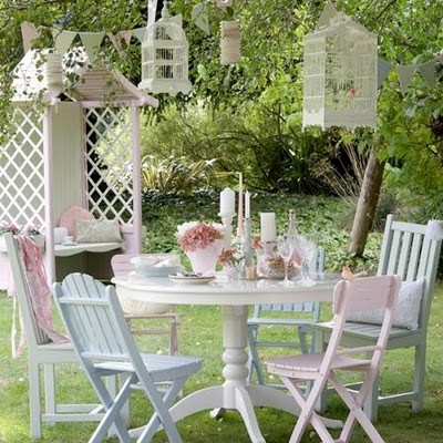 Madeleine l 39 amour throwing a garden party for Decoration jardin shabby