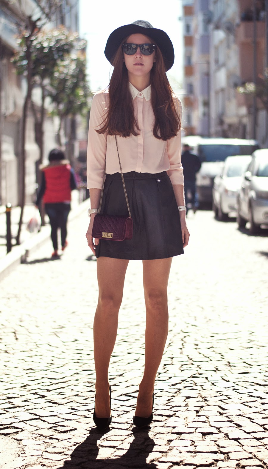 istanbul streetstyle, russian fashionblogger , leather skirt outfit , fedora outfit , mango heels , pink blouse outfit