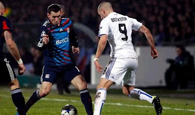 Benzema faced with Revelliere