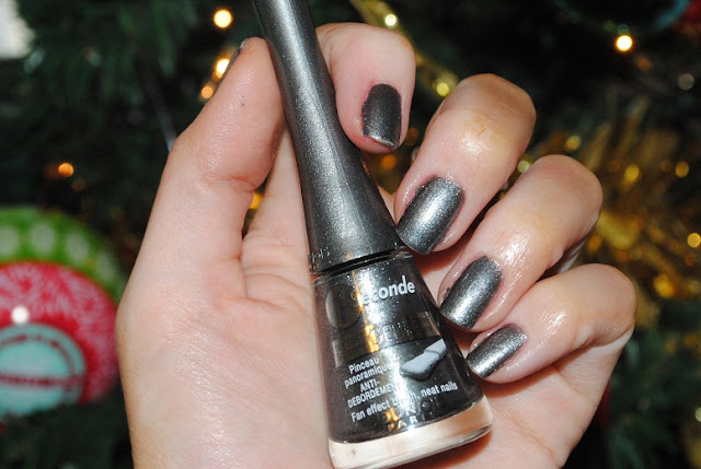 bourjois+VERNIS+1+SECONDE_17_GRIS+NIGHTOMIC+swatch
