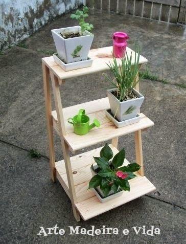 Floreira escada madeira