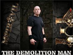 Tony Dolan fala sobre o M:Pire Of Evil, cinema, histórias de sua carreira, cena musical, Venom...