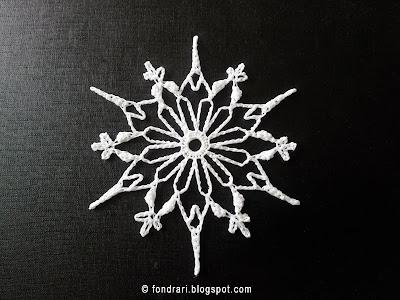 Heklað snjókorn - Gothic Daisy Snowflake
