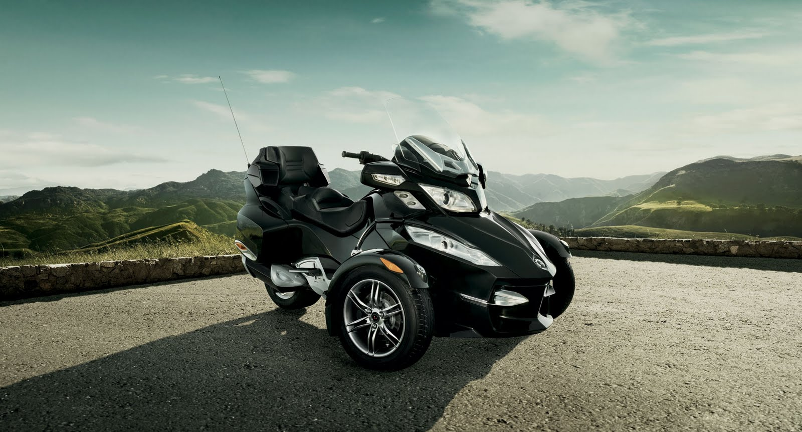 Motorcycle Pictures Can Am Spyder Rt S Roadster 2010