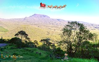 Le Père Noël survole le piton des neiges à la Réunion