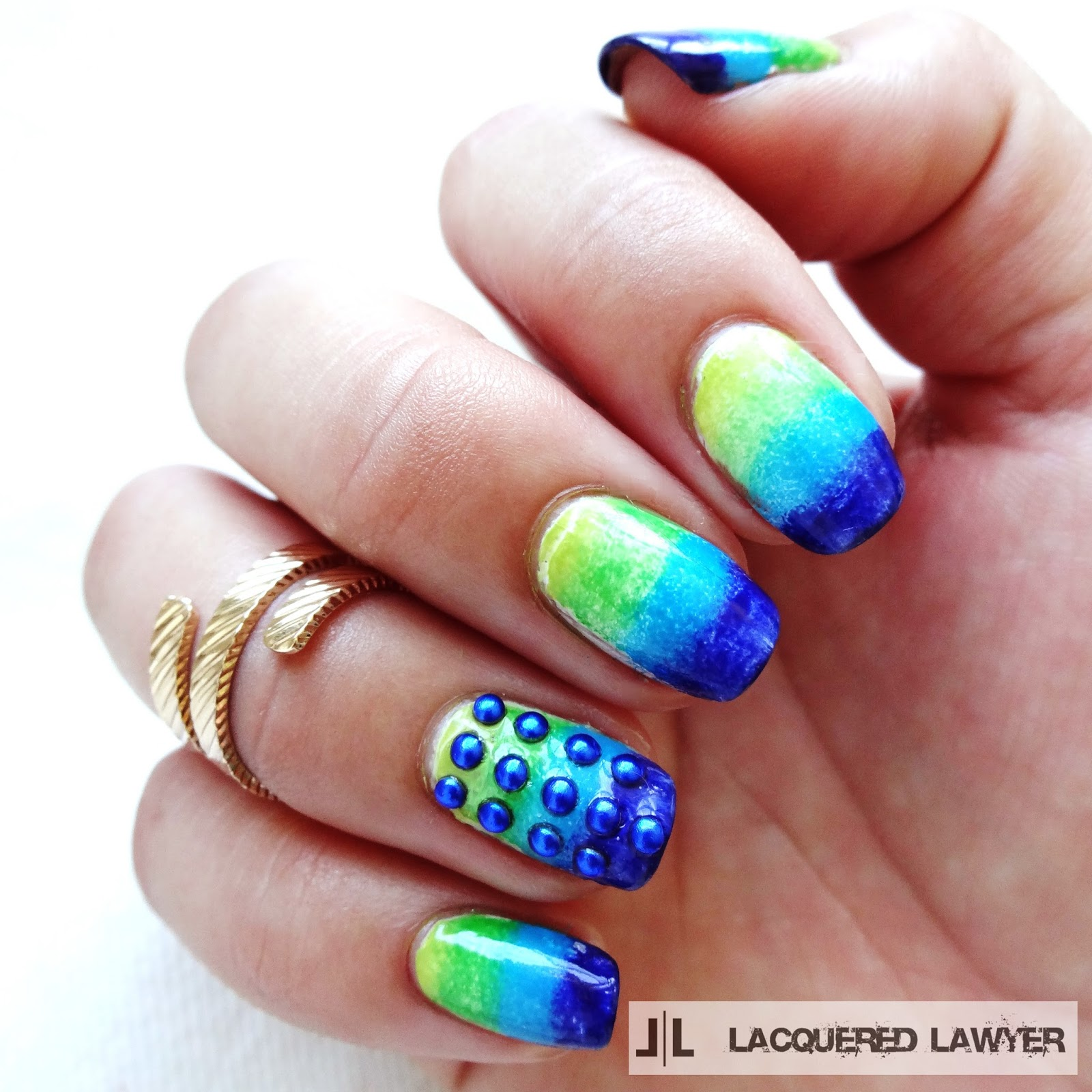 Gradient dot nail art