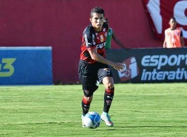 Flávio marca 1º gol como profissional e vibra com classificação