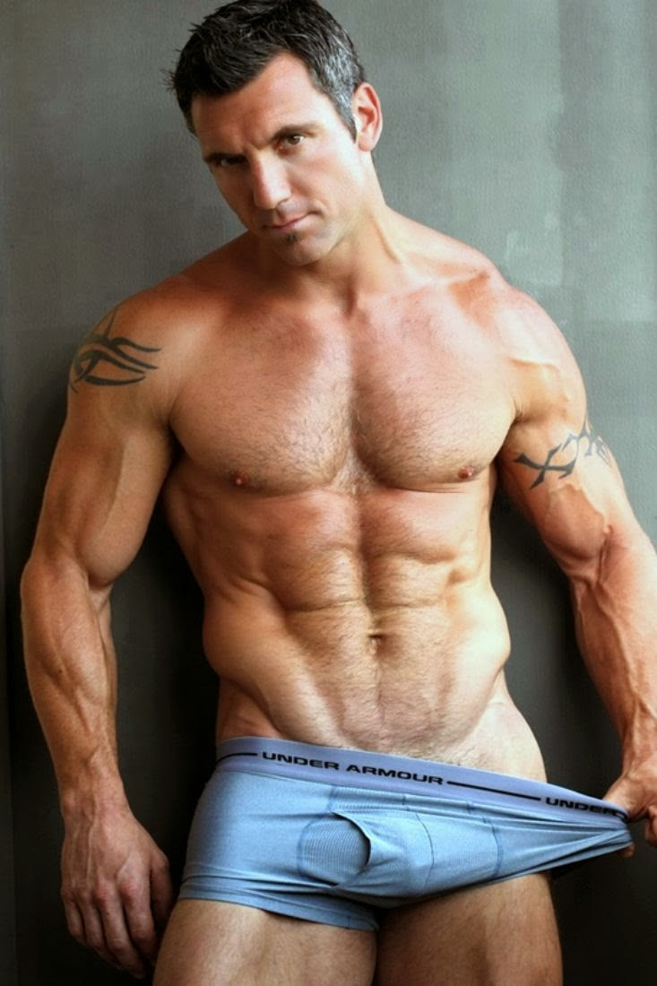 Naked Muscle Dude 112