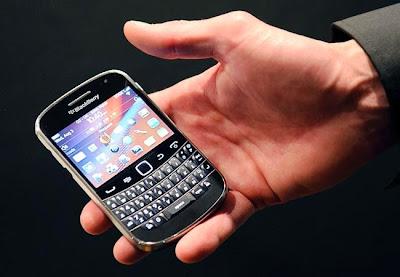 La compañía canadiense conocida inicialmente como RIM, a la que todos empezamos a llamarBlackBerry gracias al éxito de sus smartphones, pasa por uno de los momentos más complicados de su historia, desde el punto de vista de la identidad de la empresa, y del futuro incierto que tiene en un mercado demasiado competido. BlackBerry no ha muerto, al menos esta debería ser una noticia para felicitarnos. Contra pronóstico, ayer os informamos sobre un hecho que parece que da alas a BlackBerry, a la que le ha llegado una inyección de 1.000 millones de dólares junto a un cambio de estrategia