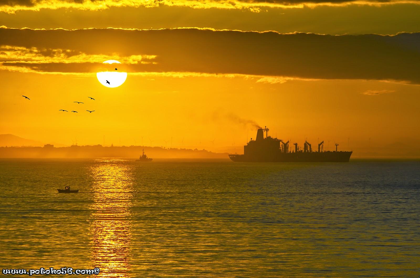 Amaneciendo en la Bahía de Cádiz desde Rota