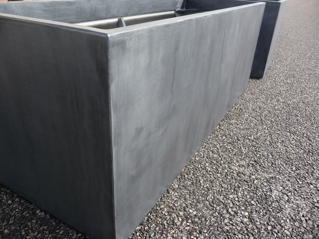 Jardini res en fibre ciment imitant l 39 aspect du zinc atelier so green bacs image in steelab - Jardiniere en ciment ...