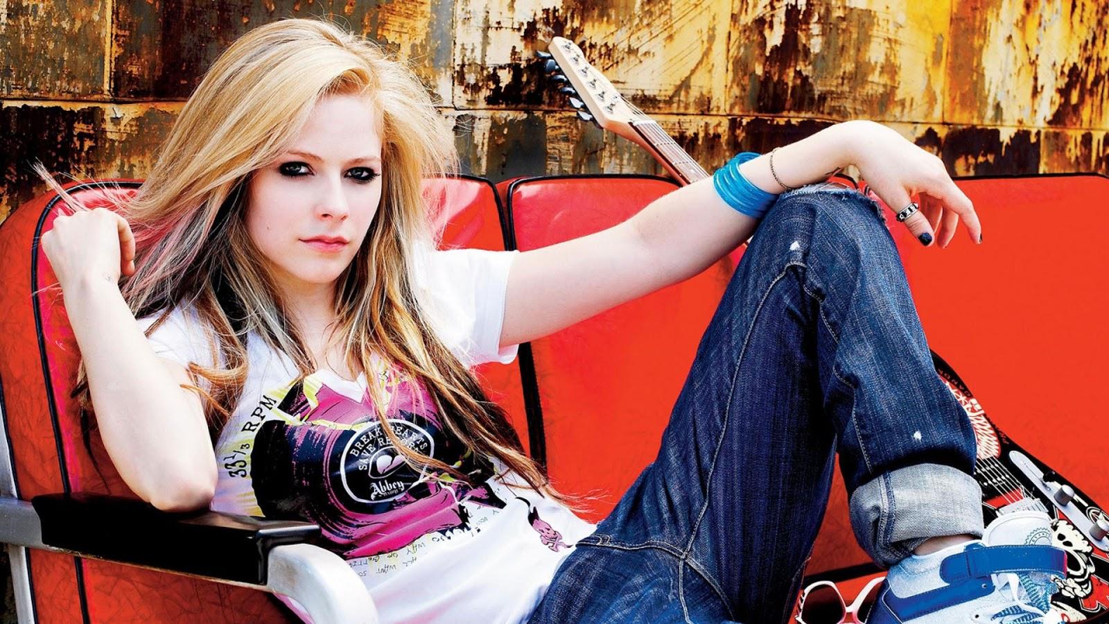 http://2.bp.blogspot.com/-pMKCbY0IJUI/UWVHR_IdPlI/AAAAAAAAJ5A/gdFCWaiRilQ/s1600/Avril+Lavigne+Beautiful+hd+Wallpapers+2013_7.jpg
