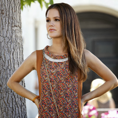 Reveal Two Important Secrets of Admirable Curves on Rachel Bilson Pictures