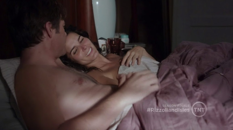 Billy Burke Shirtless in Rizzoli and Isles s2e15