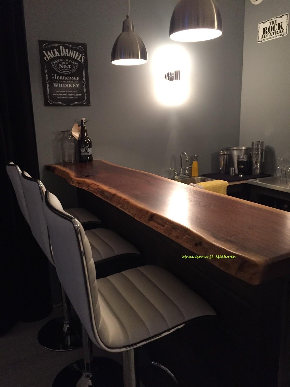 menuiserie st m thode comptoir de bar en bois de noyer noir live edge. Black Bedroom Furniture Sets. Home Design Ideas