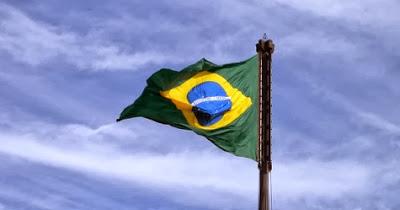 Bandera de Brasil en centro de formación de portugués