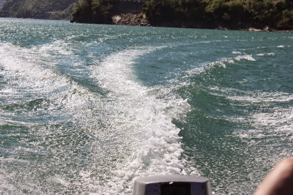 Wakes formed by speeding boat