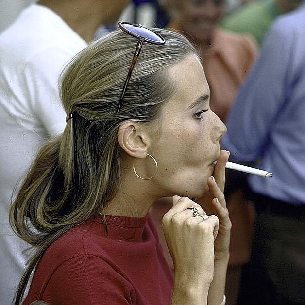 http://2.bp.blogspot.com/-pN709by0zHA/VeKPbBgVtzI/AAAAAAAAhT4/Sgs9sA5E8yI/s1600/peggy%2Blipton%2Bmod%2Bsquad%2B1968%2Bsunglasses%2Bsmoking%2Bcigarette.jpg