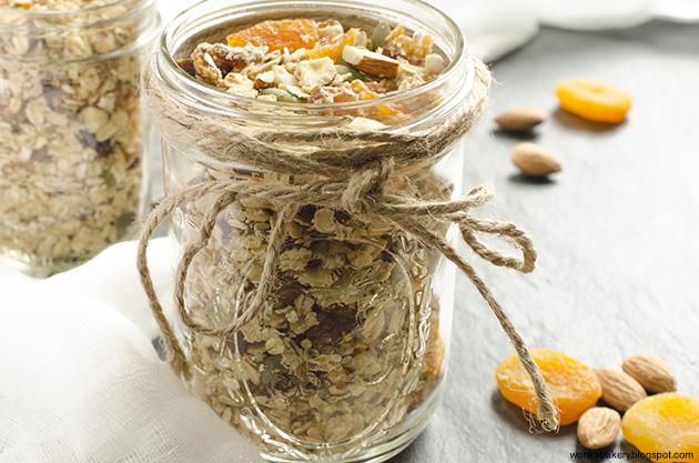 granola con albicocche secche e datteri - homemade apricots and dates granola + prova bikini? cosa ne penso !
