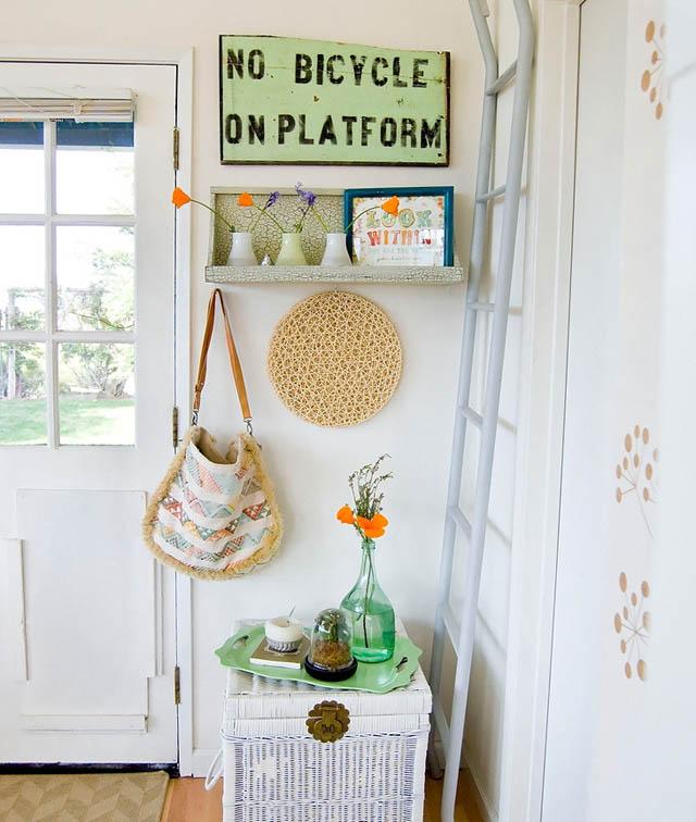 pequeño recibidor blanco encantador