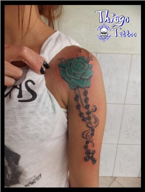 Tatuagem de Terço no Ombro