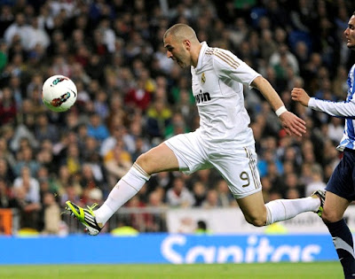 Benzema does not reach a ball
