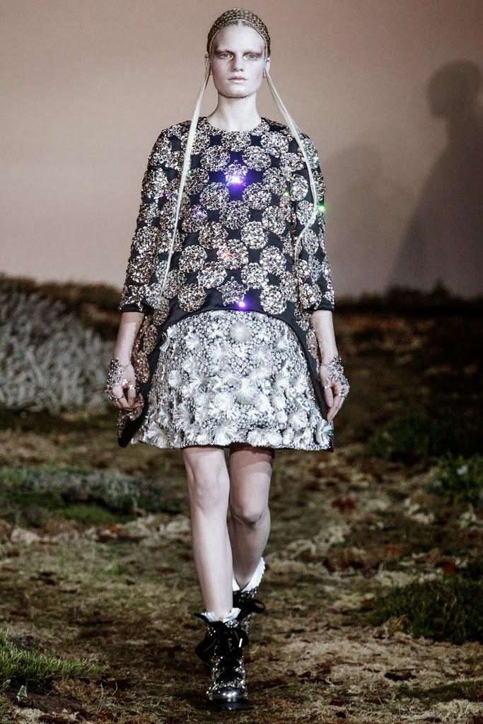 Alexander McQueen Paris Fashion Week Otoño Invierno 2014-2015 31