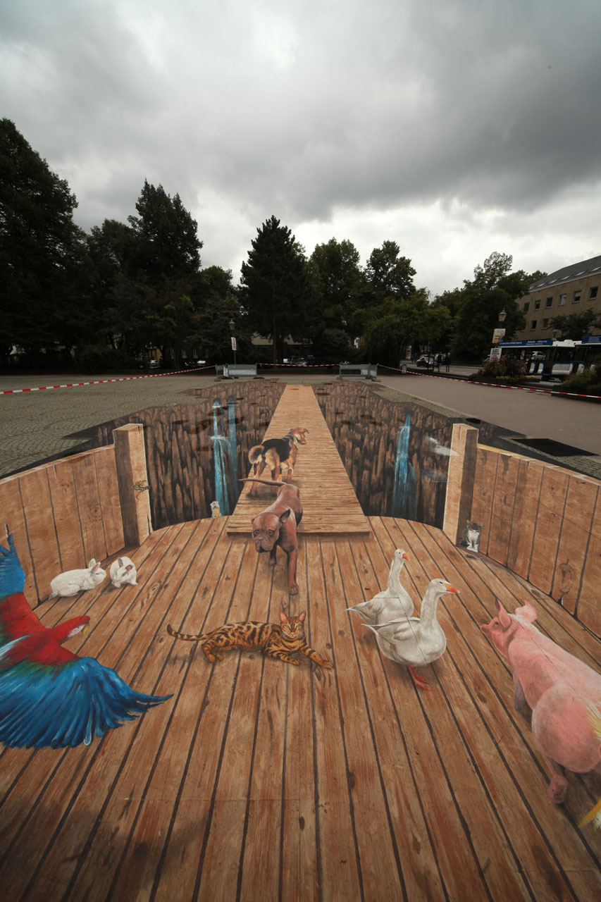 11-The-Ark-Edgar-Mueller-metanamorph-Enormous-Street-Art-Drawings-and-Paintings-www-designstack-co